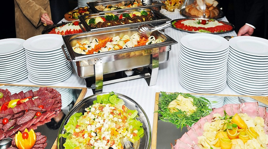 4 Reasons to Hire a Caterer for Your Event