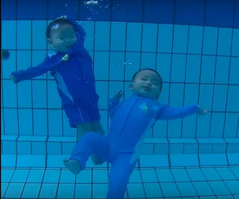 twin fight in pool